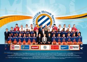 Louis Nicollin et Georges Freche sur la photo officielle du club de Montpellier, qui, comme l'équipe de France, compte quelques blacks dans son effectif...